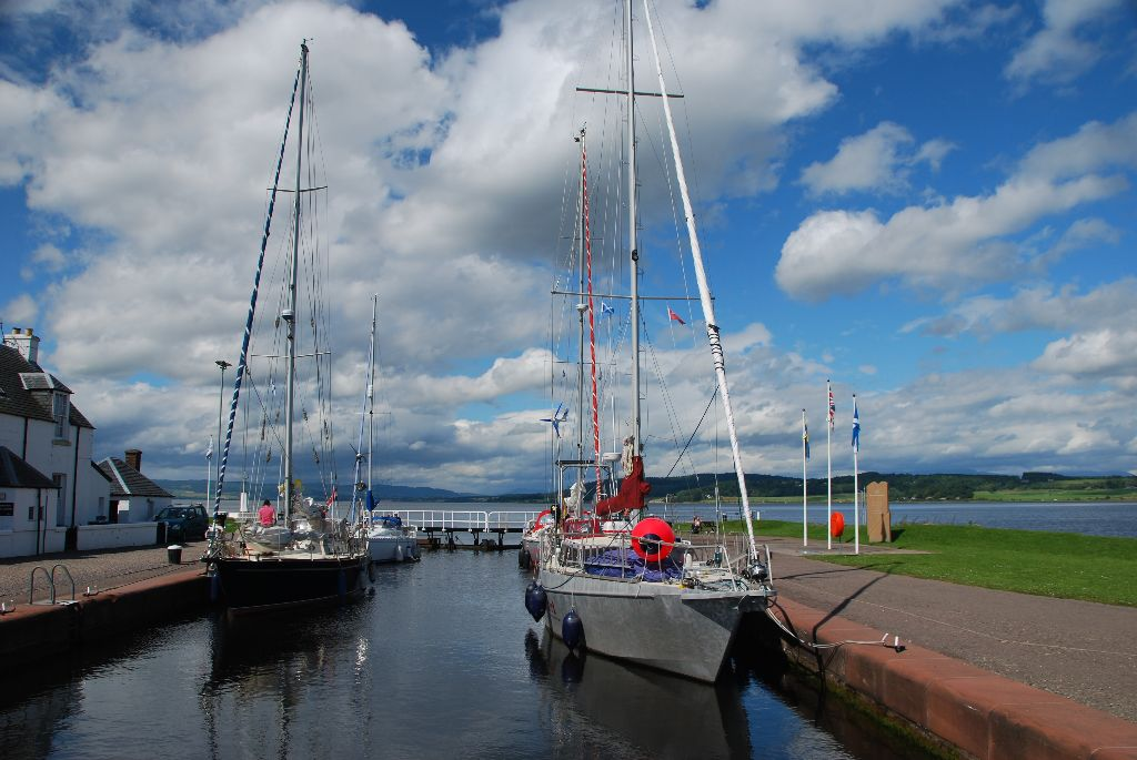 Joining the Caledonien Canal
