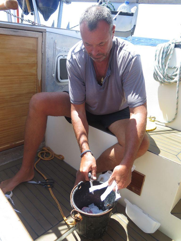 In Shorts zu den Bermudas