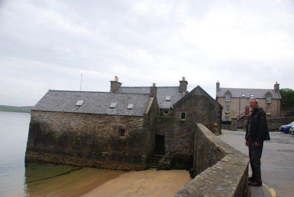 The Lodberrys, alte Fischerhäuser auf dem alltäglichem Weg zum Lerwick Boating Club