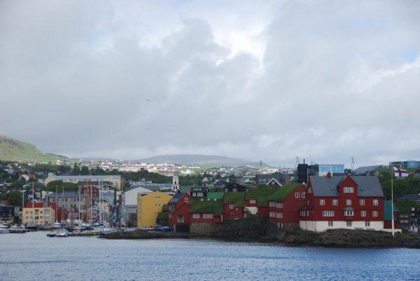 Blick auf Regierungsviertel und Gästehafen