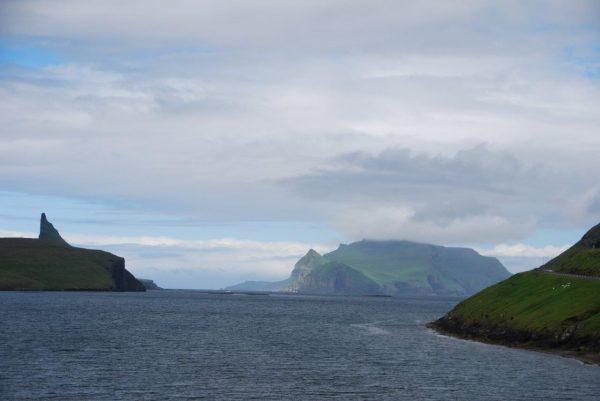 Blick Insel Mykines, die westlichste der Färöer Inseln