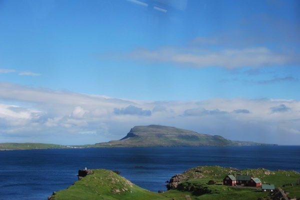 Blick auf Onsel Nolsoy, gegenüber von Torshavn