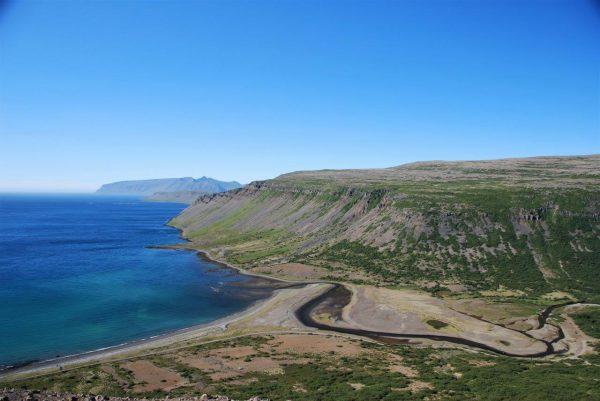 hinten links liegt Grönland