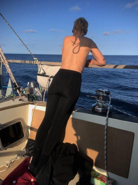Skipperin lockt die Delfine