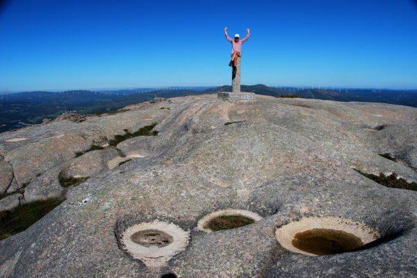 glückliche Gipfelstürmerin