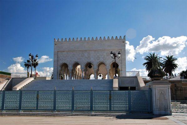 gehört zum Mausoleum
