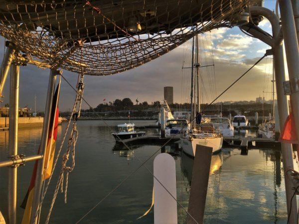 Hafenstimmung vor Hassanturm