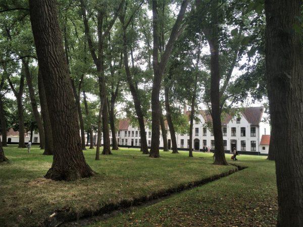Beginenhof, Benediktinerinnenkloster 1